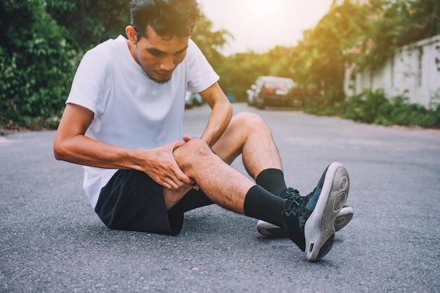 Dor no joelho ao correr ou correr Foto Premium