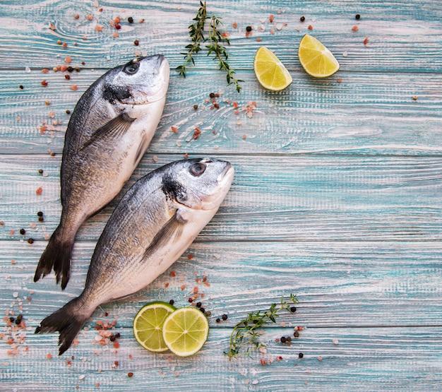 Dorado de peixe fresco Foto Premium