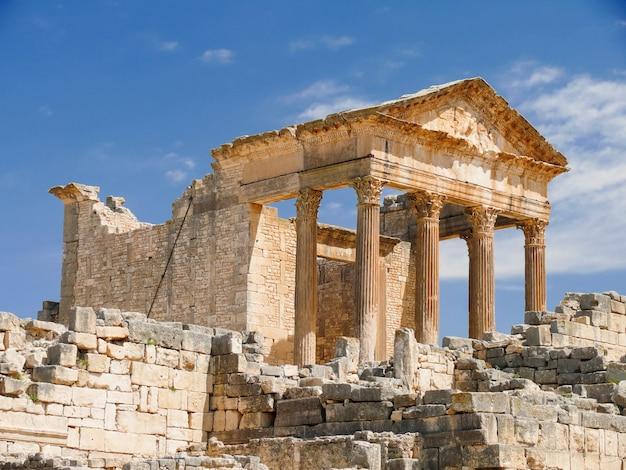 Dougga, ruínas romanas. património mundial da unesco na tunísia. Foto Premium