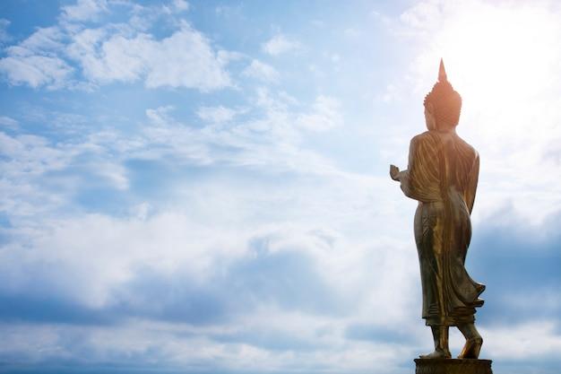 Dourado, buddha, estátua, ficar, em, wat phra, que, khao, noi, nan, província, tailandia Foto Premium