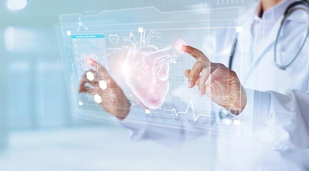 Doutor em medicina e estetoscópio tocando o coração do ícone Foto Premium