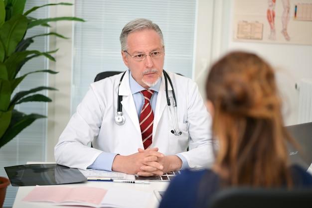 Doutor, escutar, seu, paciente, durante, um, visita Foto Premium