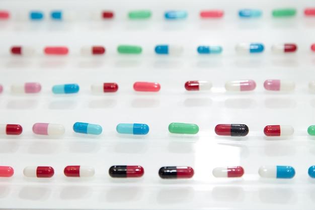 Droga, medicação, farmacêutico, farmácia, redondo, cápsula pílulas, medicina Foto Premium