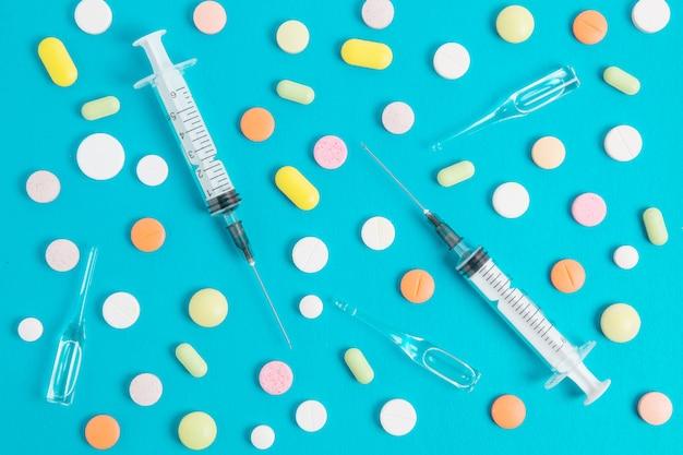 Drogas e seringa médica Foto Premium
