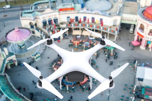 Drone com câmera digital voando sobre um quadrado Foto Premium