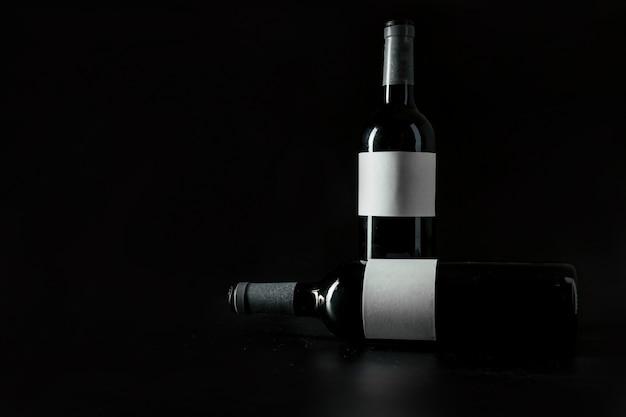 Duas garrafas de vinho Foto gratuita