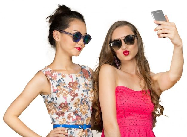 Duas lindas meninas fazendo selfie Foto Premium