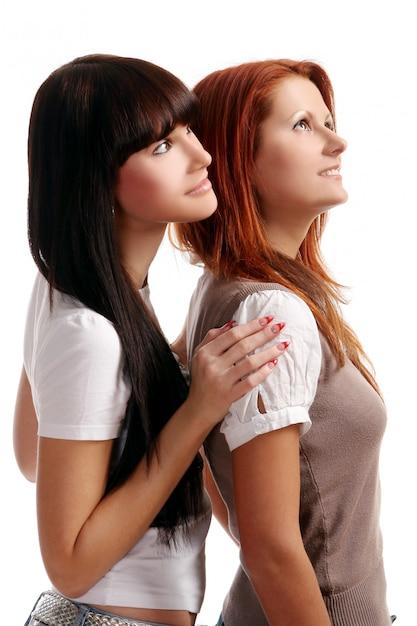 Duas meninas jovens e bonitas no quarto Foto gratuita