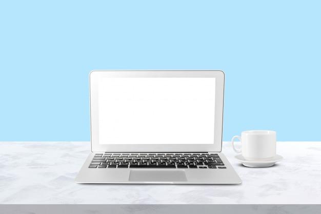 E-commerce, conceito de compras on-line. laptop na mesa, copie o espaço Foto Premium