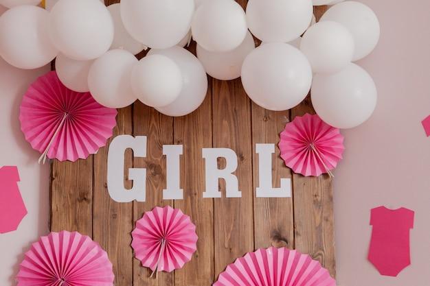 É uma menina chá de bebê. decoração para festa. Foto Premium