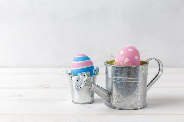 Easters ovos no regador Foto Premium