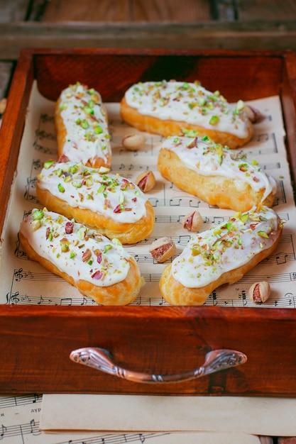 Eclairs deliciosos de pistache Foto gratuita