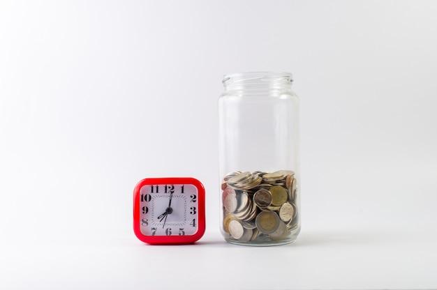 Economizando, economizando para o futuro antes da vida. Foto Premium