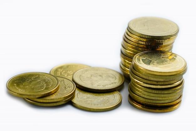 Economizar dinheiro de moedas de pilha em branco Foto Premium