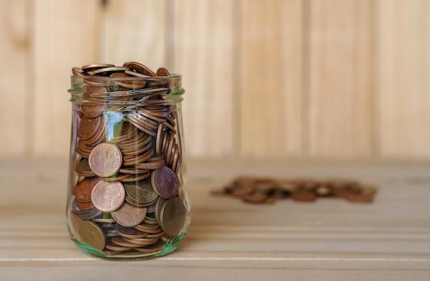 Economize dinheiro e conta bancária para o conceito de negócio financeiro Foto Premium