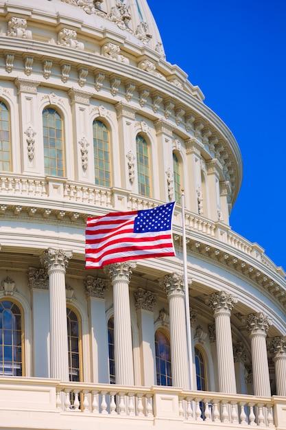 Edifício capitólio, washington dc, bandeira americana, eua Foto Premium