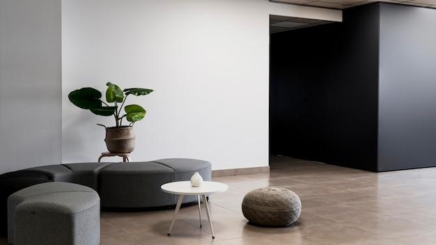 Edifício corporativo com sala vazia minimalista Foto gratuita