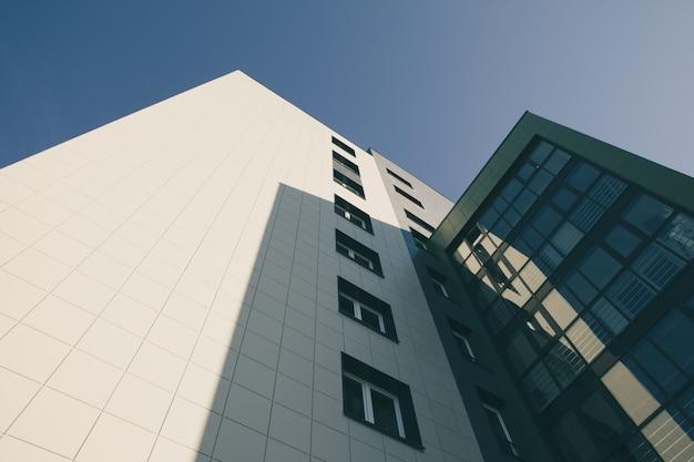 Edifício de apartamento moderno com vidro Foto Premium