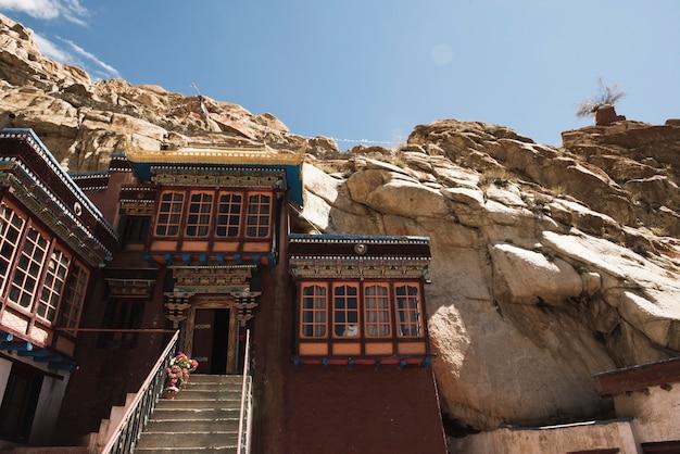Edifício de colina de terreno rochoso da índia Foto gratuita