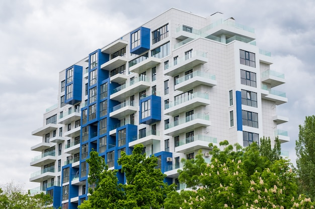 Edifício residencial moderno Foto gratuita