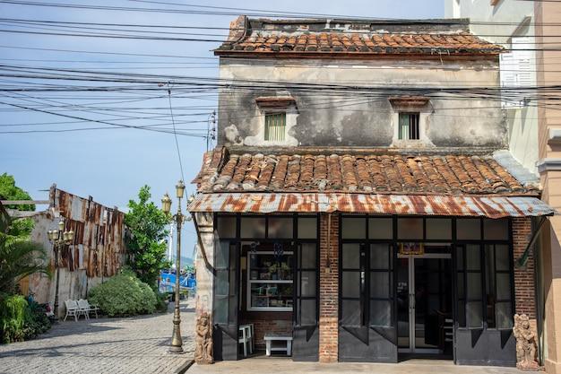 Edifício velho na cidade de songkhla, tailândia do sul. Foto Premium