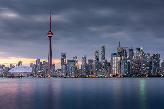 Edifícios da cidade de toronto e skyline, canadá Foto Premium