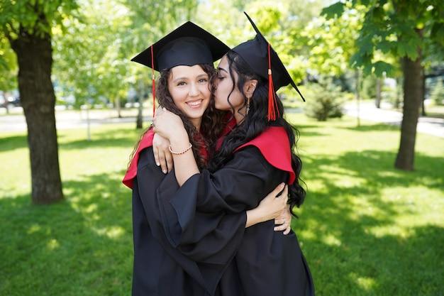 Educação, graduação e conceito de pessoas Foto Premium