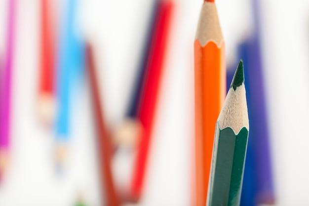 Educação ou de volta à escola concept. close-up tiro macro de lápis de cor Foto Premium