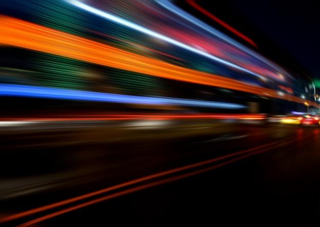 Efeito de velocidade de movimento com city night Foto gratuita