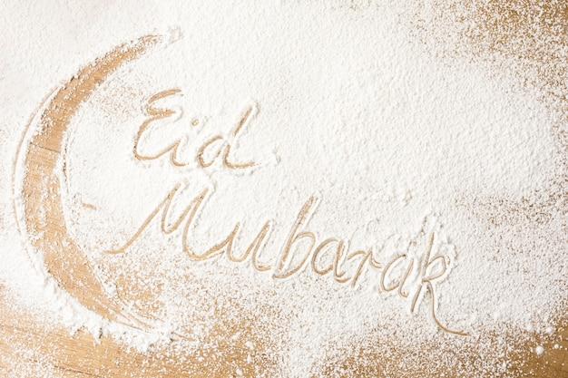 Eid mubarak inscrição na farinha Foto gratuita