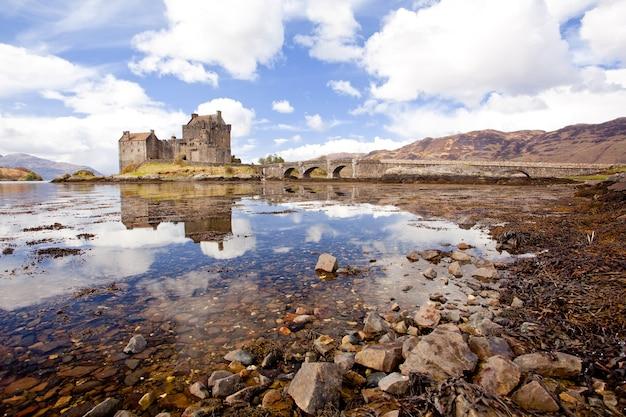 Eilean donan castle, escócia Foto Premium