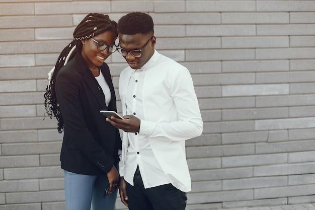 Elegante casal negro Foto gratuita