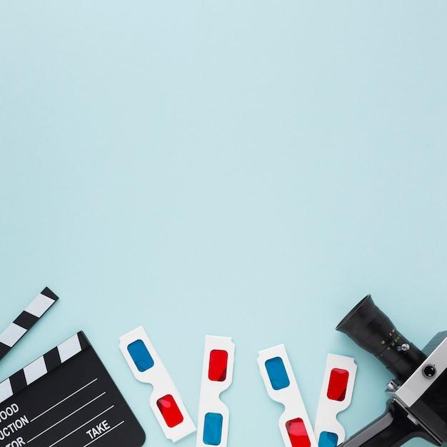 Elementos de filme plana leigos sobre fundo azul, com espaço de cópia Foto Premium