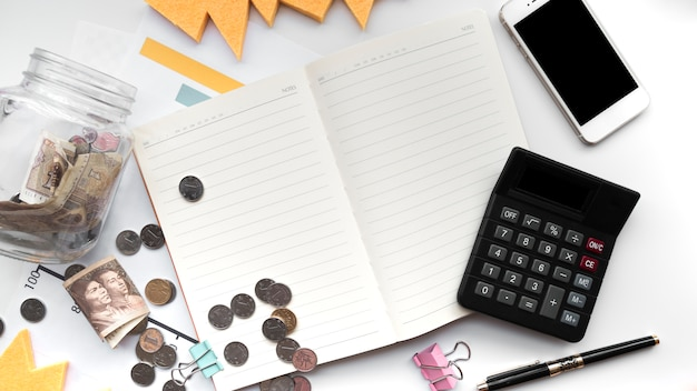 Elementos de finanças de vista superior Foto gratuita