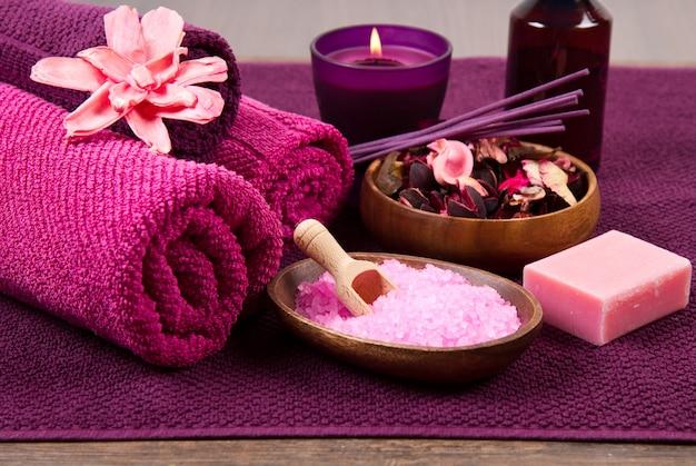 Elementos de spa em rosa Foto Premium