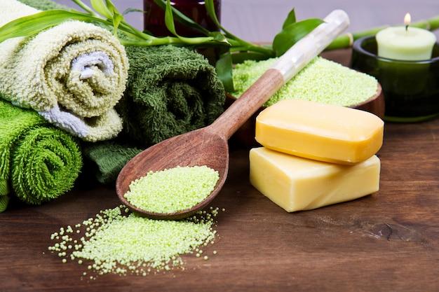 Elementos de spa em verde Foto Premium