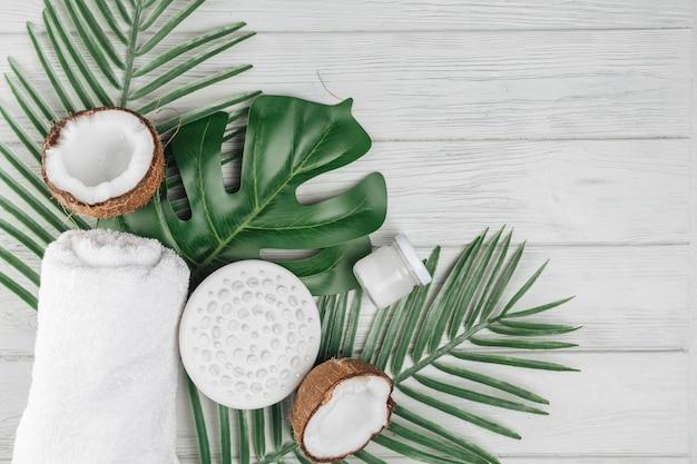 Elementos naturais para spa com coco Foto gratuita