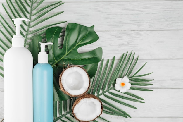 Elementos naturais para spa com creme de beleza Foto gratuita