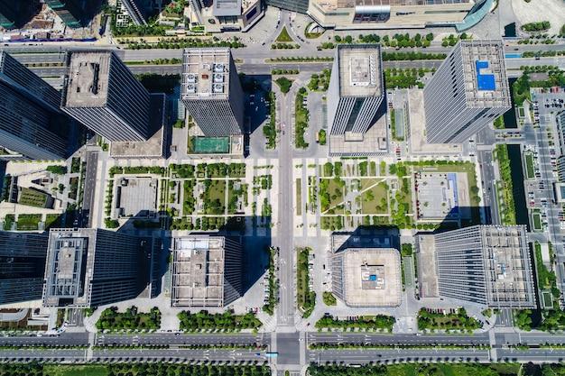 Elevação de edifícios de condomínio e escritórios Foto gratuita