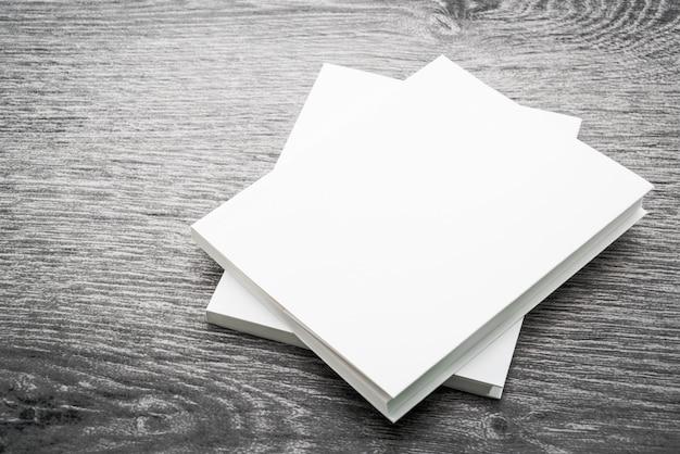 Em branco branco mock up livro Foto gratuita