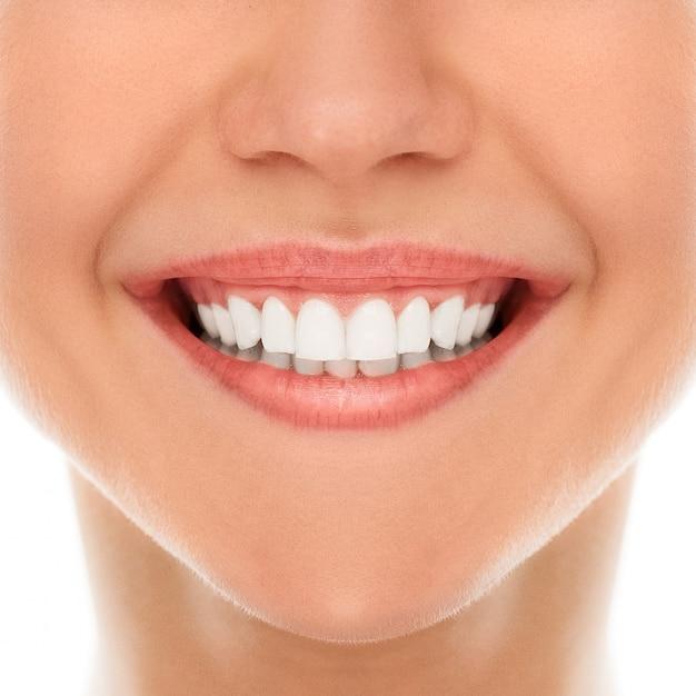 Em um dentista com um sorriso Foto gratuita