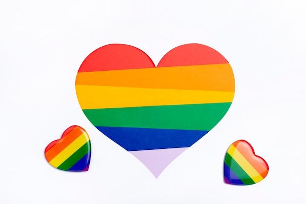 Emblemas pequenos com conceito do arco-íris Foto gratuita