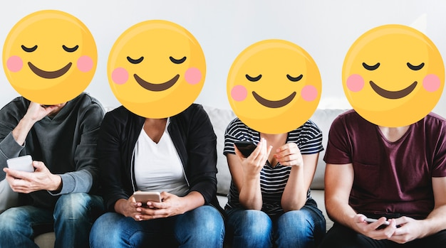 Emoji enfrenta na mídia social Foto gratuita