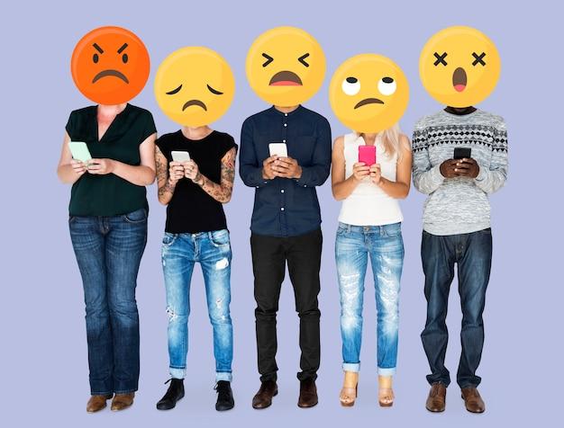 Emoji enfrenta na mídia social Foto Premium