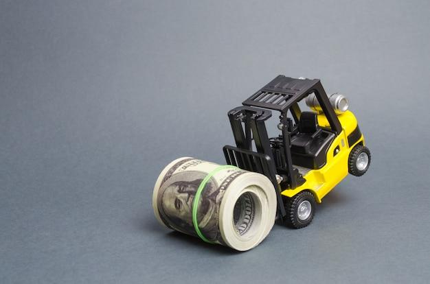 Empilhadeira não pode levantar um pacote de dólares. empréstimos caros, alta carga tributária Foto Premium