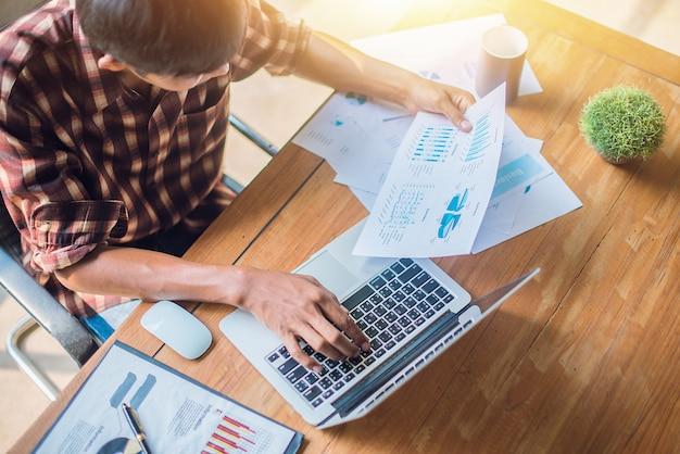 Empresário, auditoria financeira. conceito de auditoria Foto Premium