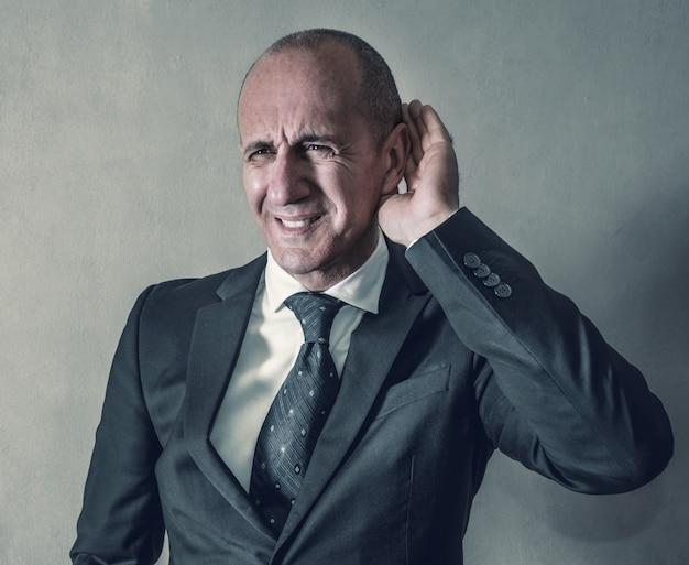 Empresário com problemas auditivos Foto Premium