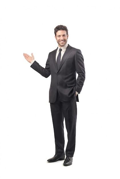 Empresário confiante apresentando algo Foto Premium