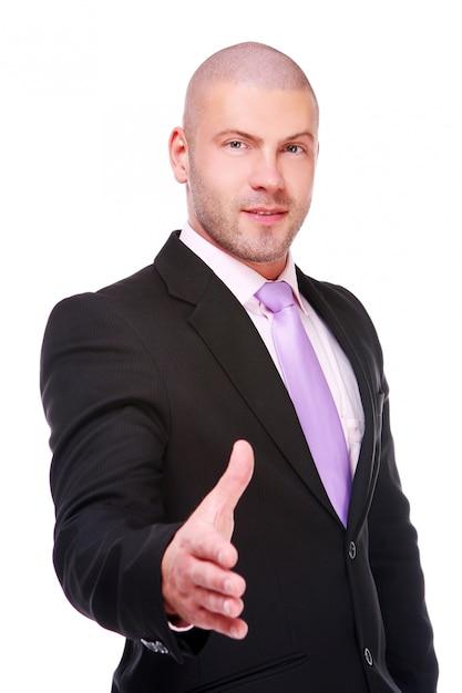 Empresário dando aperto de mão Foto gratuita