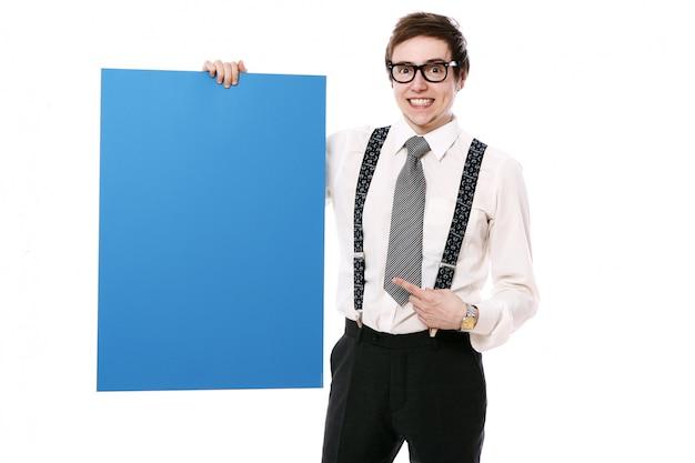 Empresário elegante com outdoor vazio Foto gratuita